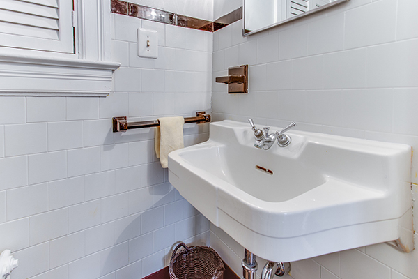 4307 38th St NW Washington DC-print-010-45-Bathroom-4200x2800-300dpi.jpg
