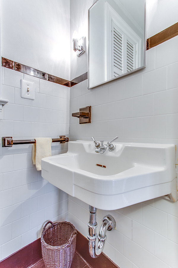 4307 38th St NW Washington DC-print-011-16-Bathroom-2800x4200-300dpi.jpg