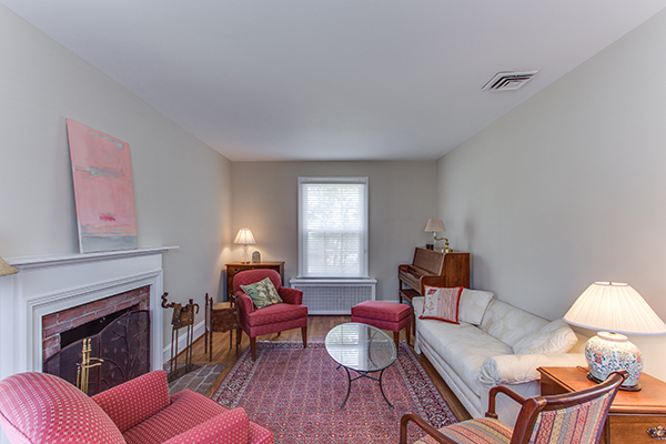 4307 38th St NW Washington DC-print-040-21-Family Room-4200x2800-300dpi.jpg