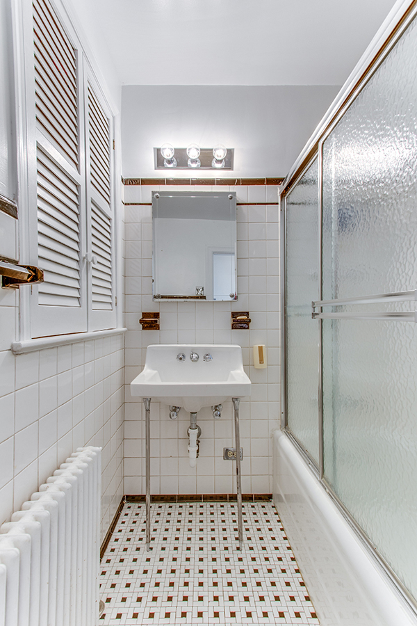 4307 38th St NW Washington DC-print-059-47-Bathroom-2800x4200-300dpi.jpg