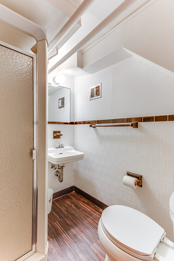 4307 38th St NW Washington DC-print-069-56-Bathroom-2800x4200-300dpi.jpg