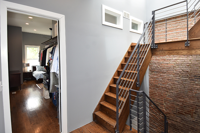 32 Stairwell2.jpg