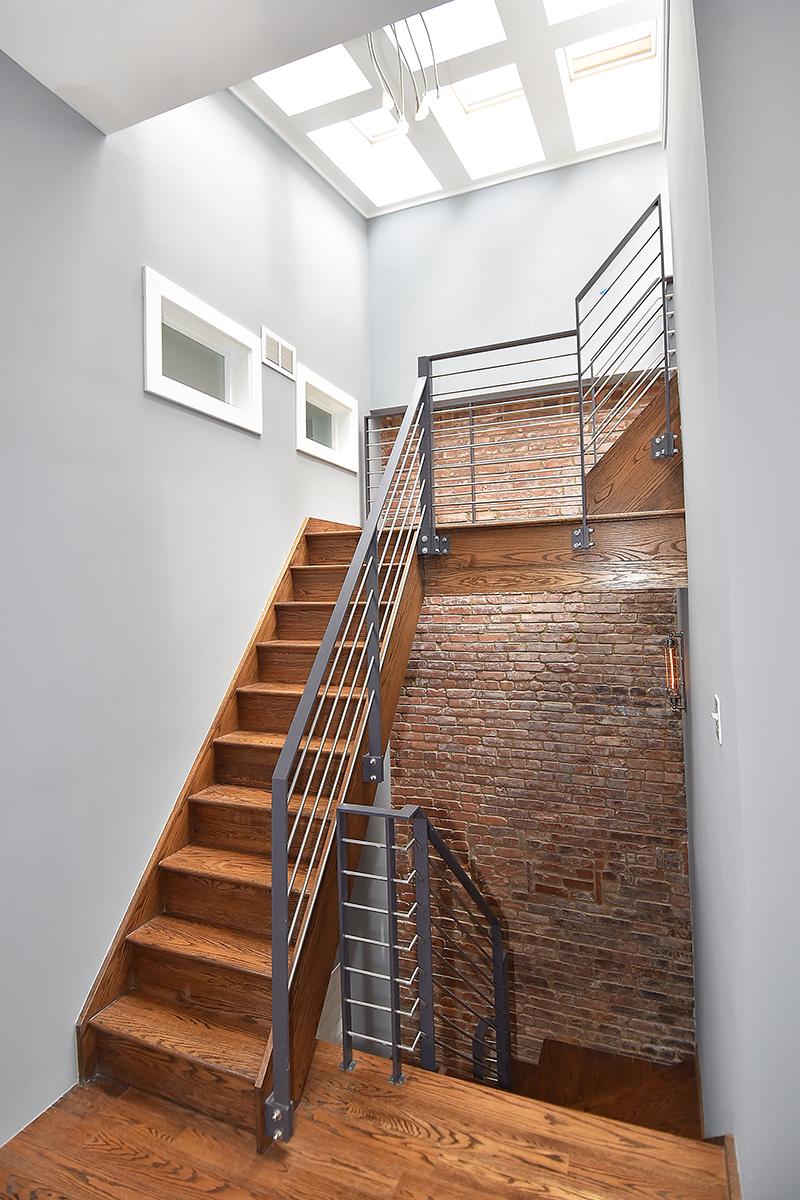 33 Stairwell3.jpg