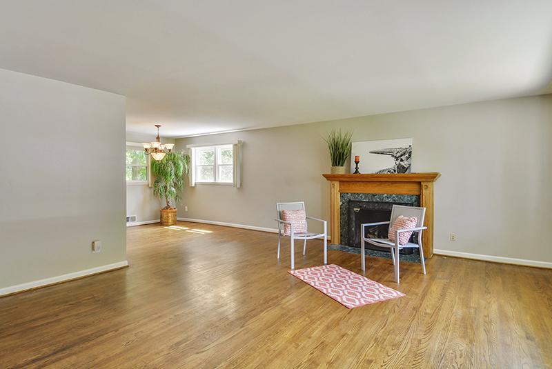 Main Level-Living Room-DSC6162.jpg
