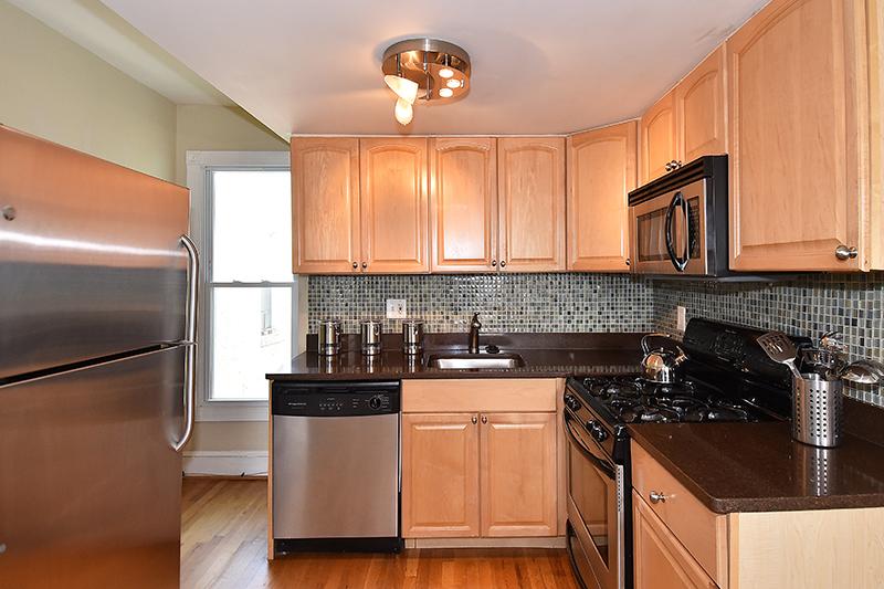 5 1034 Kitchen 1.jpg