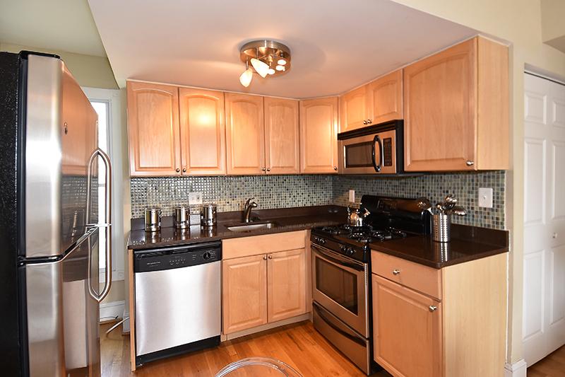 6 1034 Kitchen 2.jpg
