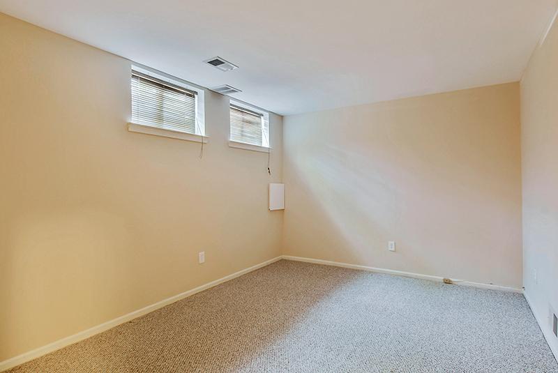 Lower Level-Bedroom-_DSC1322.jpg