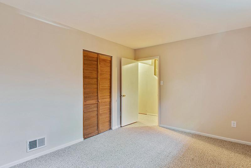 Lower Level-Bedroom-_DSC1328.jpg