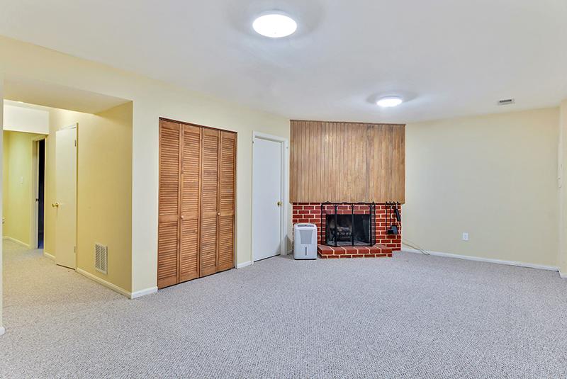 Lower Level-Recreation Room-_DSC1352.jpg