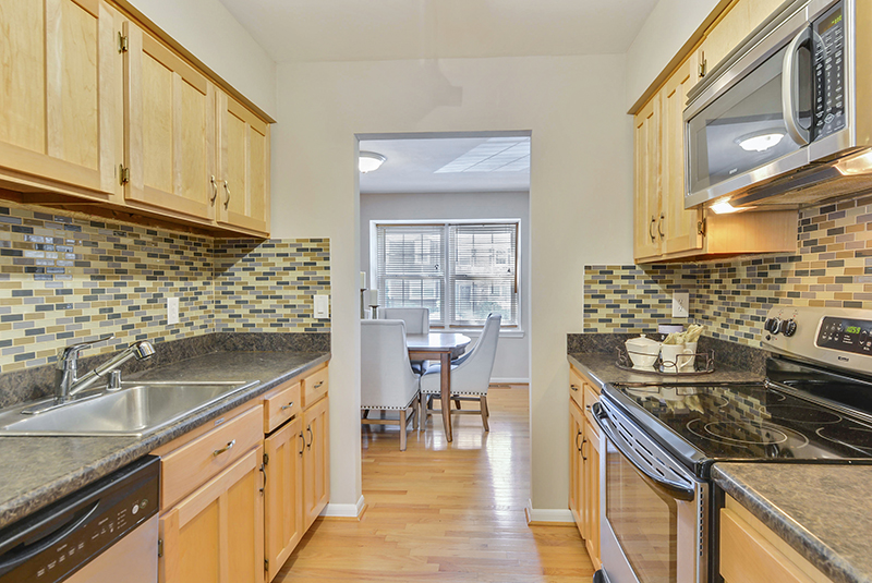 Main Level-Kitchen-_DSC1304.jpg