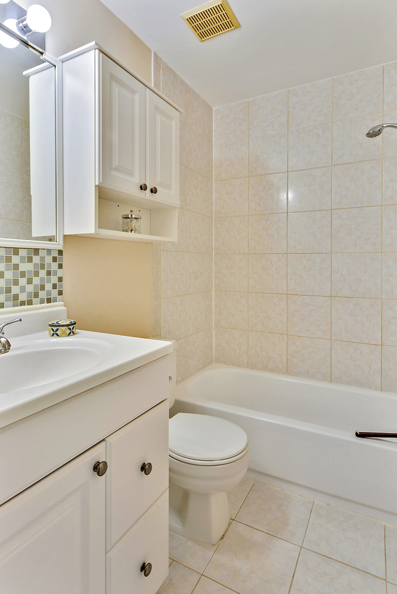 Upper Level-Bath-_DSC1382.jpg