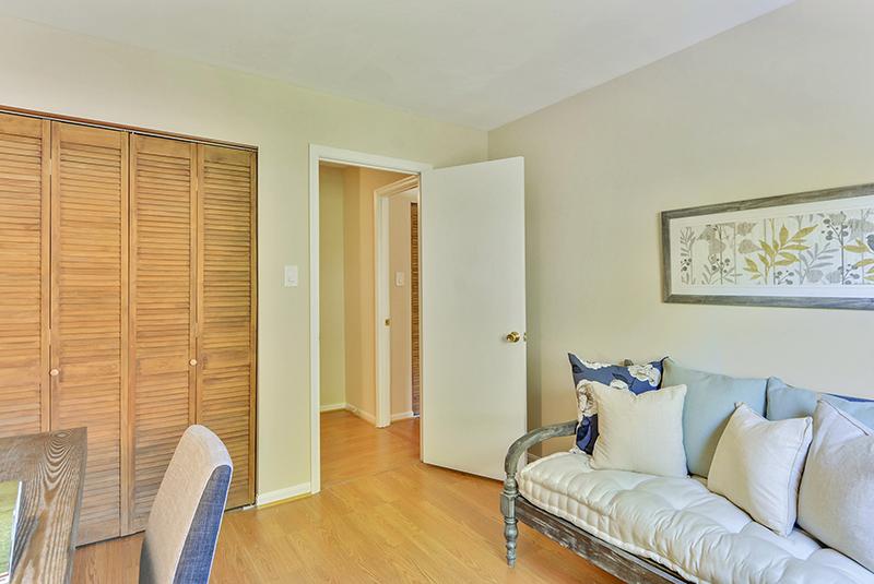 Upper Level-Bedroom-_DSC1391.jpg