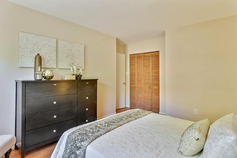 Upper Level-Bedroom-_DSC1397.jpg