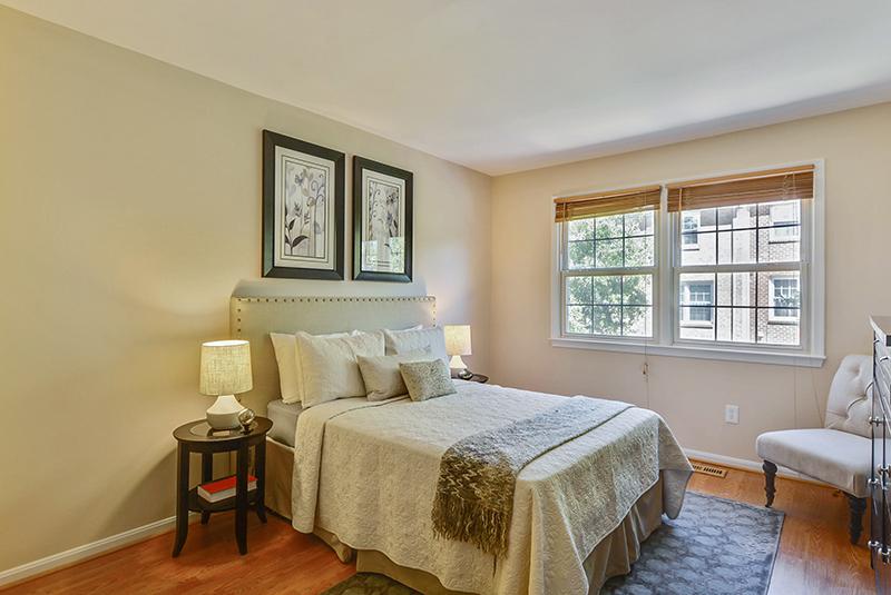 Upper Level-Bedroom-_DSC1394.jpg
