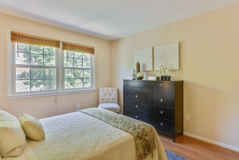 Upper Level-Bedroom-_DSC1400.jpg