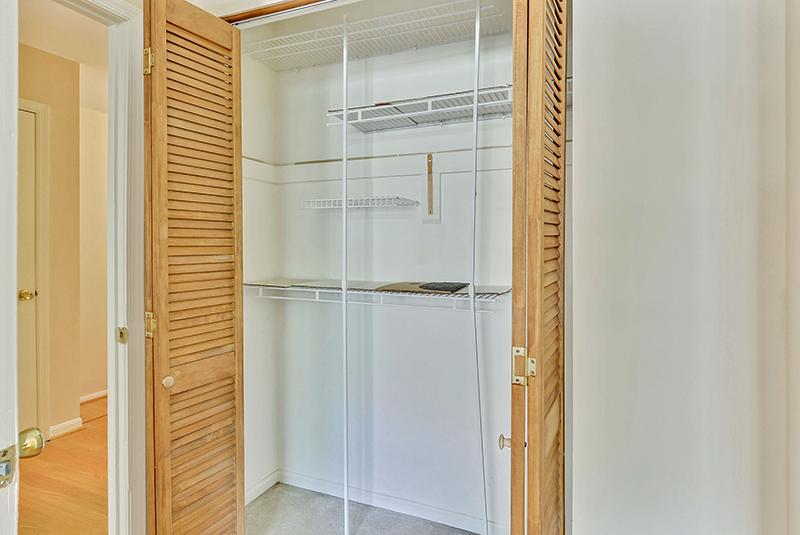 Upper Level-Closet-_DSC1406.jpg