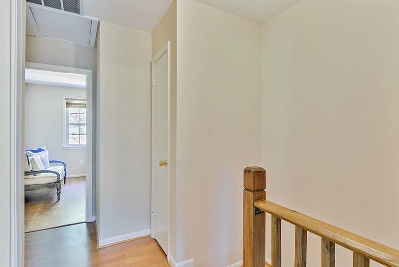 Upper Level-Hall-_DSC1376.jpg
