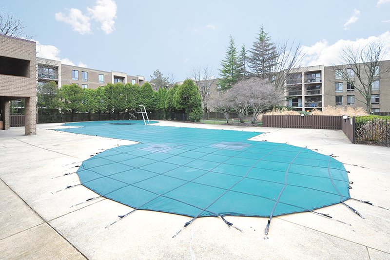 24 swimming pool 803 N Howard St 458 Alexandria.jpg