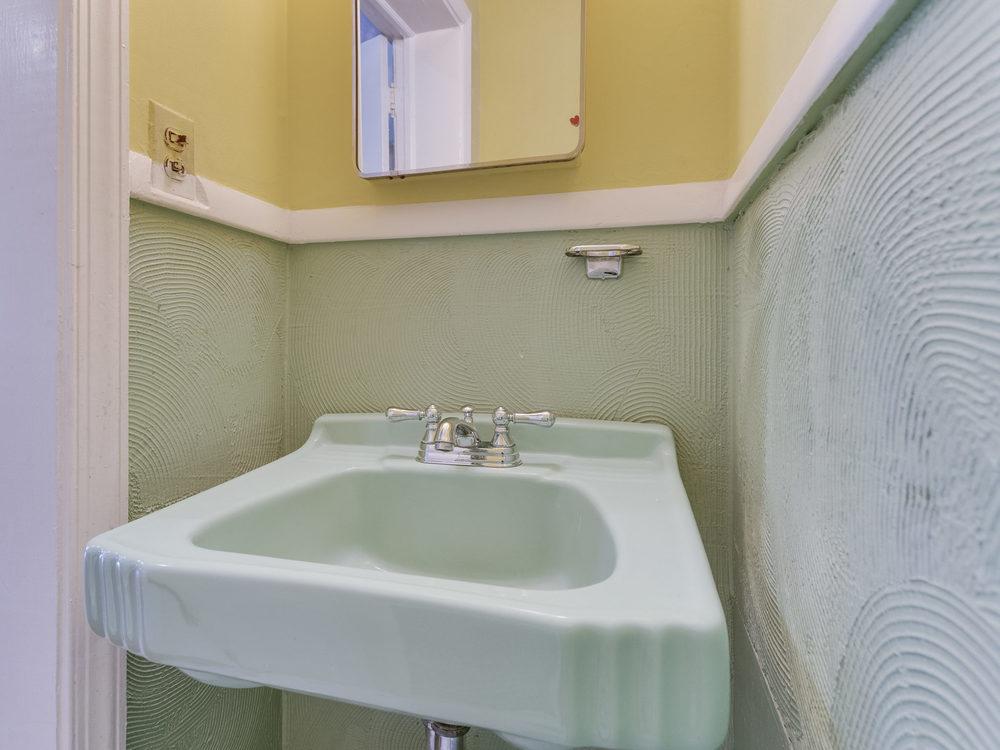 132 Rhode Island Ave NW-MLS_Size-020-9-Bathroom-2048x1536-72dpi.jpg