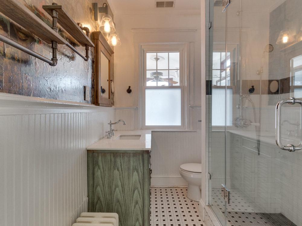 132 Rhode Island Ave NW-MLS_Size-027-19-Bathroom-2048x1536-72dpi.jpg