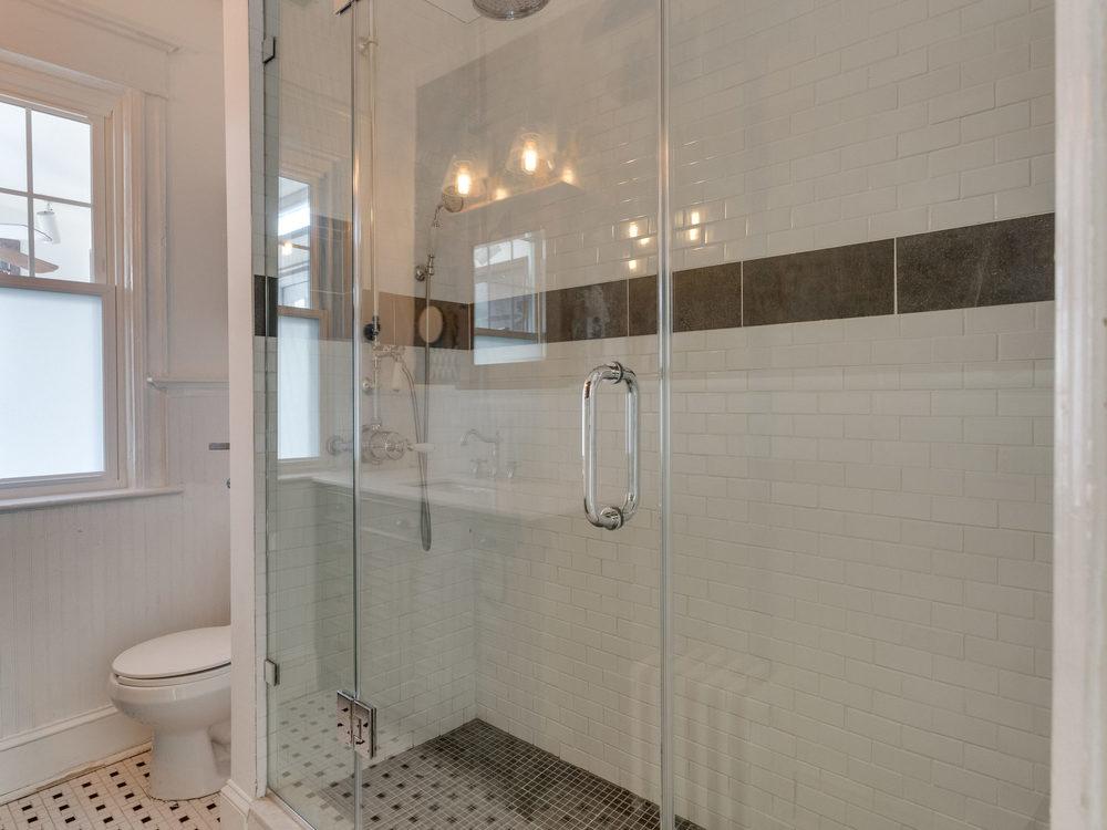 132 Rhode Island Ave NW-MLS_Size-028-8-Bathroom-2048x1536-72dpi.jpg