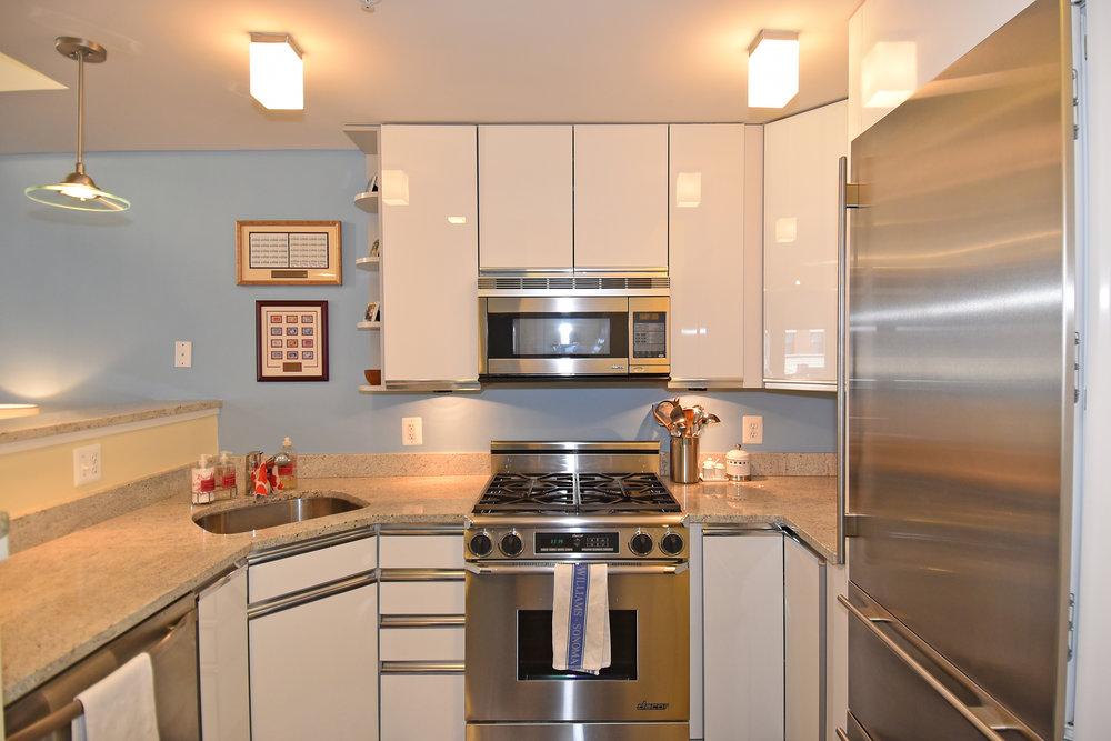 5 kitchen.JPG
