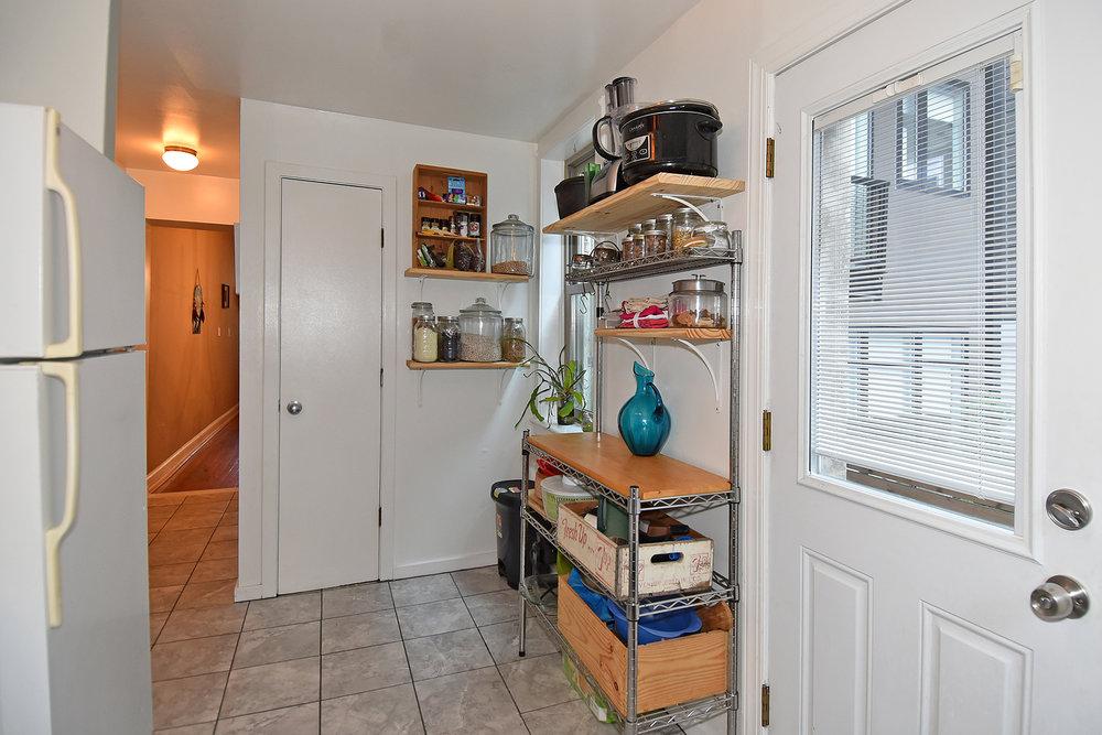 9 Kitchen D.JPG