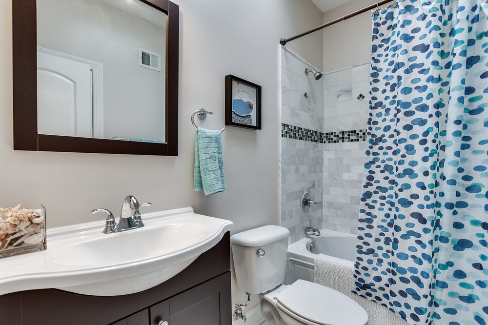 2711 North Capitol St NE-print-034-47-Bathroom-4200x2800-300dpi.jpg