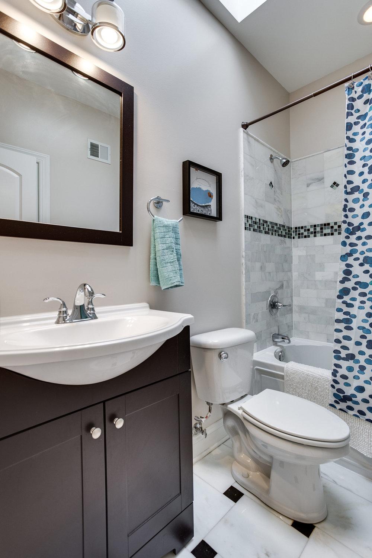 2711 North Capitol St NE-print-035-9-Bathroom-2800x4200-300dpi.jpg