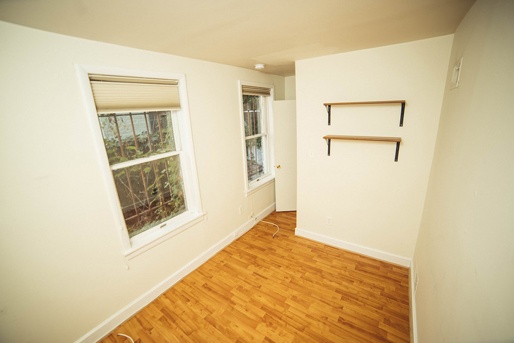 7   1115 S lower bed rear 2.JPG