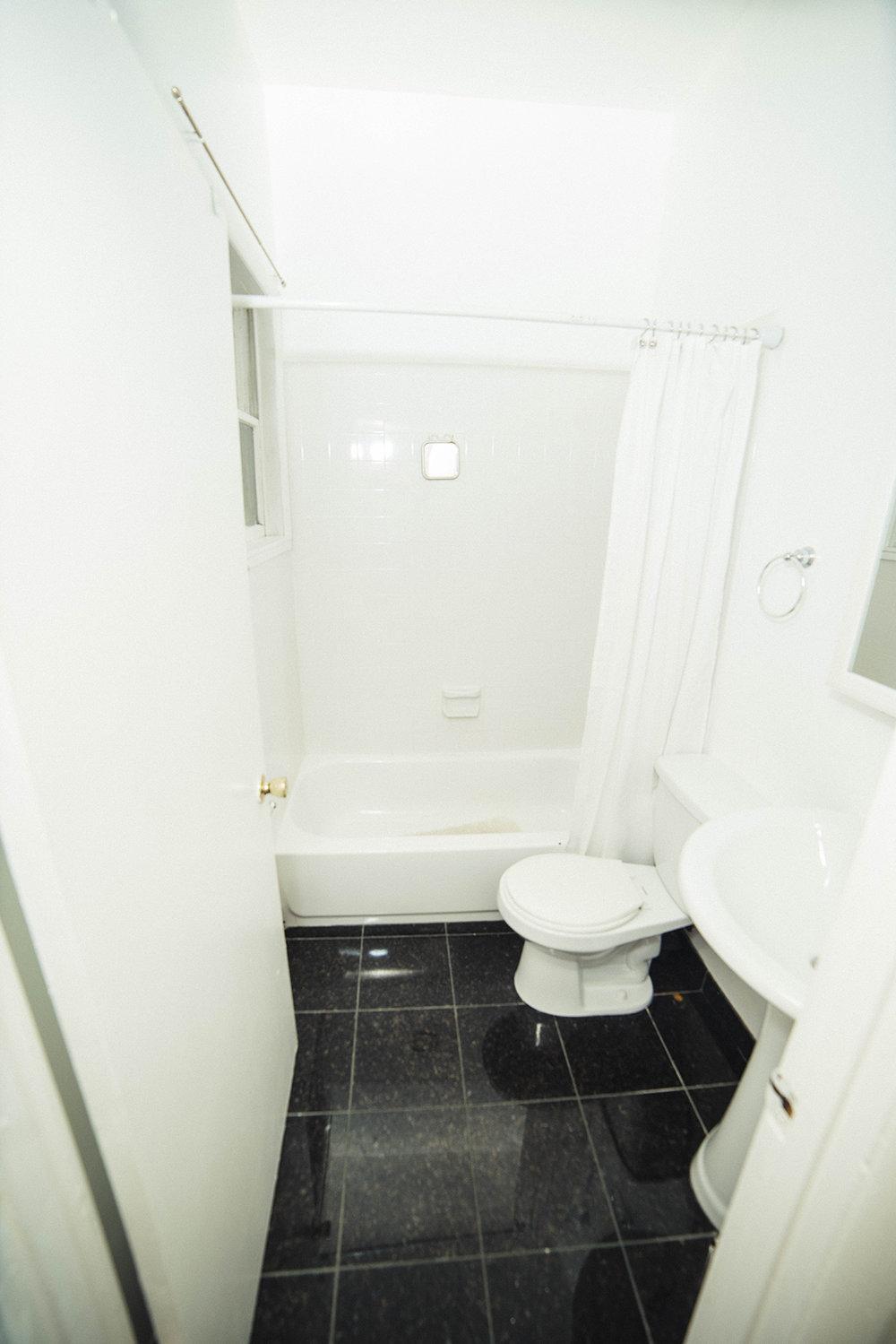 15   1115 S upper bath.JPG