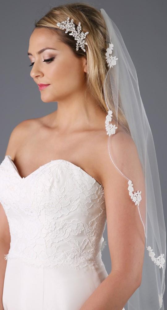 Ivory Short Lace edge veil C511B.jpg