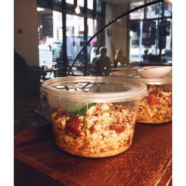 Take an extra 10 minutes in bed & grab breakfast on the go 🙌 #muesli #breakfast #melbourne #cafe #coffee #cbd #lonsdalestreet #yum #strawberry #pistachio
