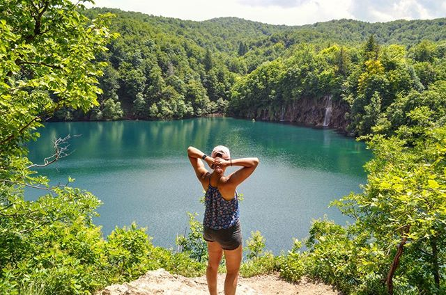 Ugh, Plitvice Lakes 🙌🏽 ps. I'm tying up my hair..this is not my usual pose 😂..but maybe it should be 🤔