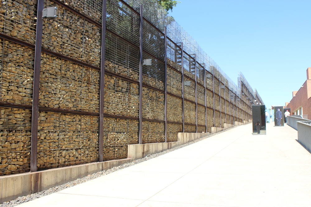 Walls that resemble gold mine walls
