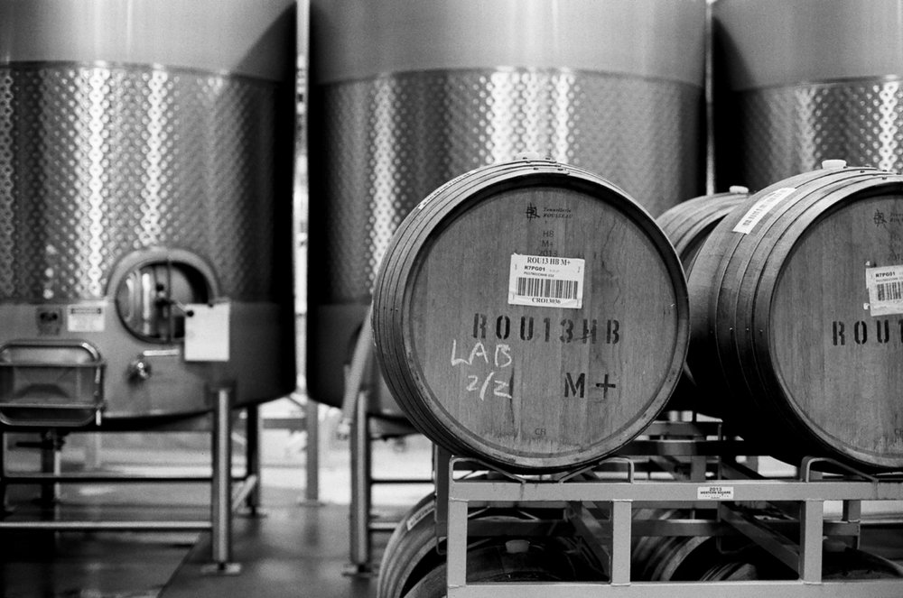 Barrels and stainless steel tank fermentation