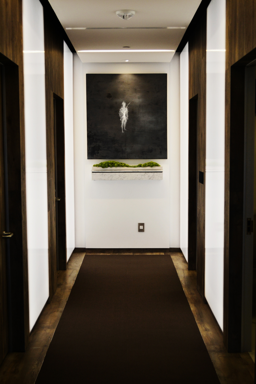 Com1aHaworth-install-hallway-Tabletopgrnbalsawood.jpg