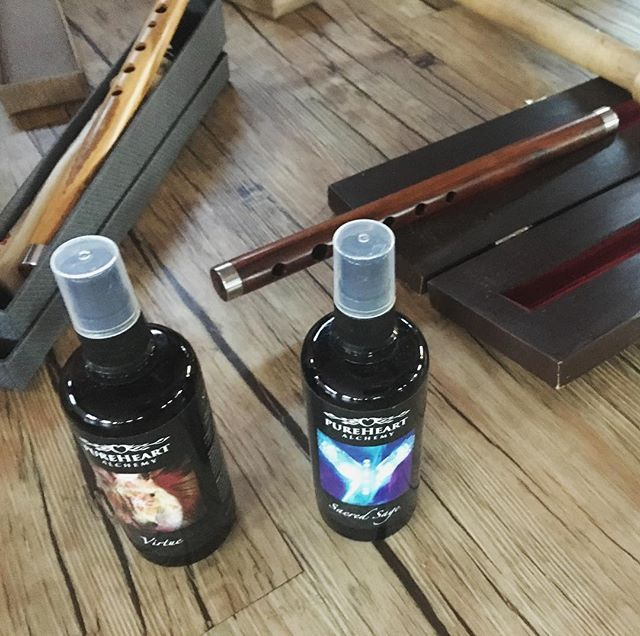 @calibratehub flute magic at the sound healing last night with @pureheartalchemy mists too... #sublime  #yoga #soundhealing #movement #peace #shavasan #flutes #wood #mist #spray #peace #tranquility #connection #melb #melbourne #carnegie #yogamelbourne  #yogamelb #sigh