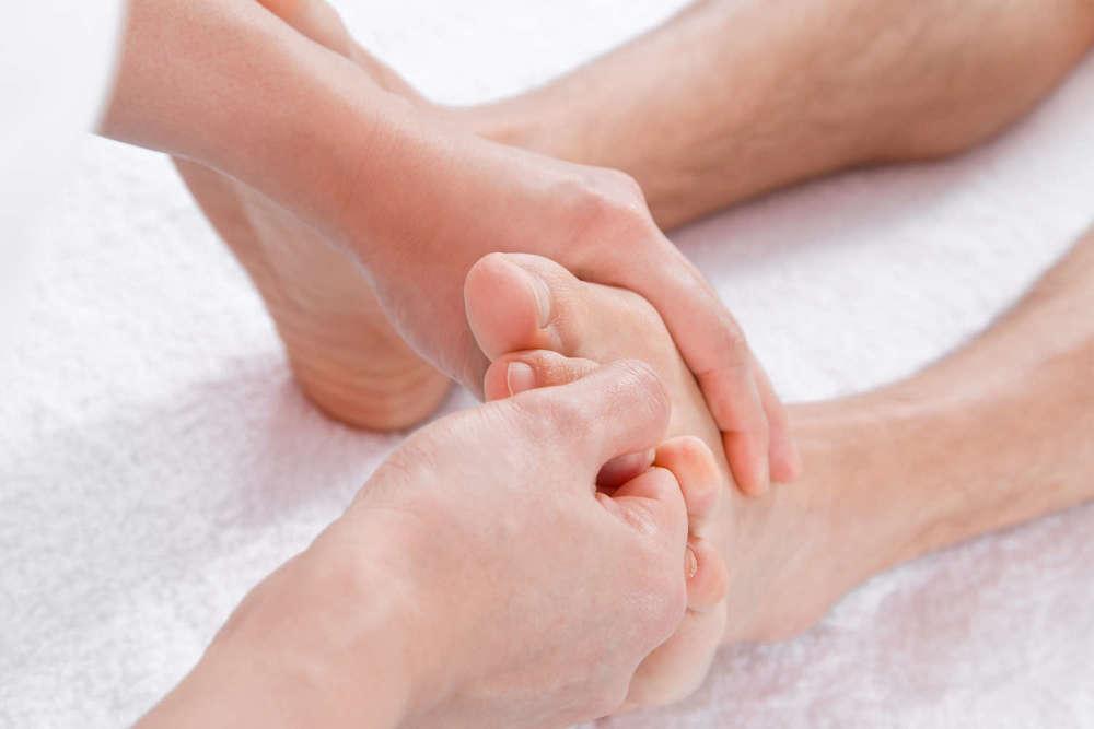 Fussreflexzonen-Massage   kann einen wertvollen Beitrag für körperlichen und seelischen Wohlbefinden leisten.