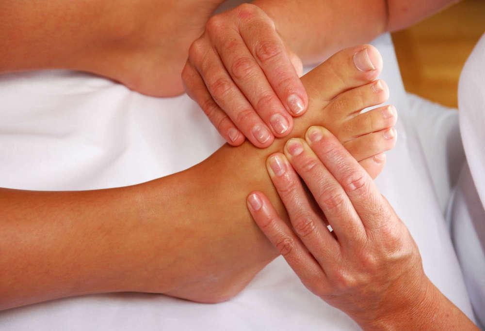 Fussreflexzonen-Massage  setzt da an, wo viele Menschen keine Aufmerksamkeit hinschicken. Die Füße sind mehr als das Ende der Beine, sie sind kleine Meisterwerke.