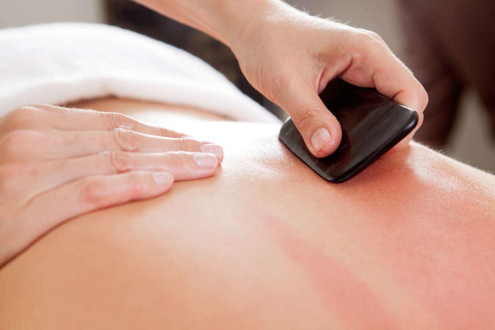 Gua Sha Kur  führt zu freiem Fluss der Energien im Körper und bringt eine langfristige Steigerung des allgemeinen Wohlbefindens.