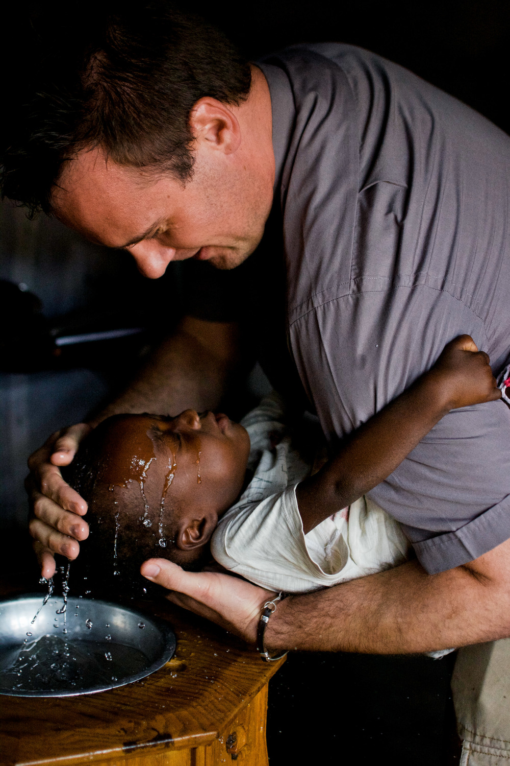 Rev. Shauen Trump baptizes a child during a service in São Paulo Lutheran Church in Sena. Fifty-nine people were baptized all together that day.