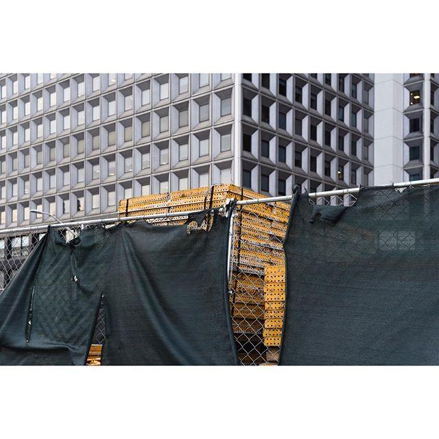 New York . . . . . #newyork #manhattan #ifyouleave #oftheafternoon #selektormagazine #justifiedmagazine #yetmagazine #archilovers #paperjournalmag #subjectivelyobjective #paradisexmagazine #hurtlamb #nikon #gominimalmag #minimalzine #thespacesilike #urbanscape