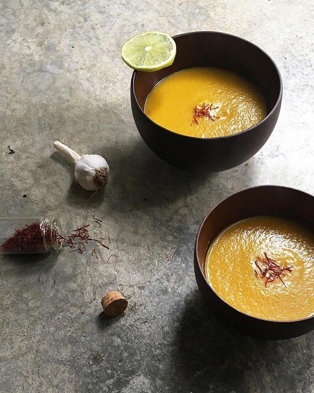 Butternut Squash, Saffron & Lime Detox Soup. ••• Sopa Detox de Abóbora Manteiga, Açafrão e Lima da Diospiro na @timeoutporto deste mês ;) Quem já tem? Obrigada Time Out!