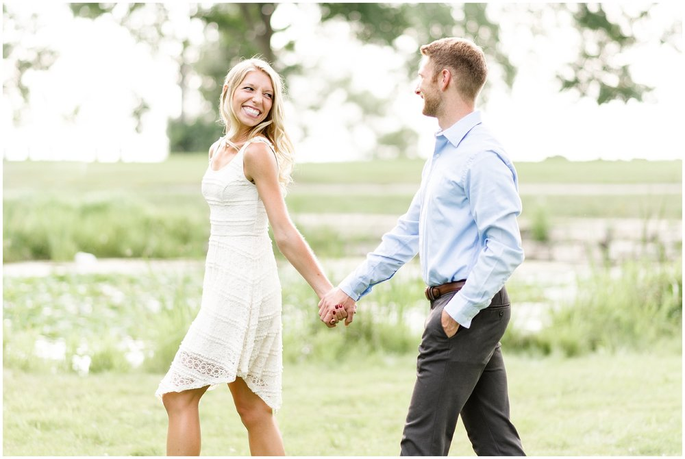 milwaukee-wedding-photographer-what-to-wear-for-your-engagement-session_0001.jpg