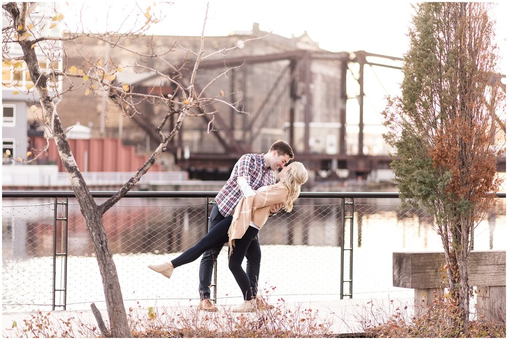 milwaukee-third-ward-riverfront-engagement-photography-session-wedding-photographer-_0027.jpg