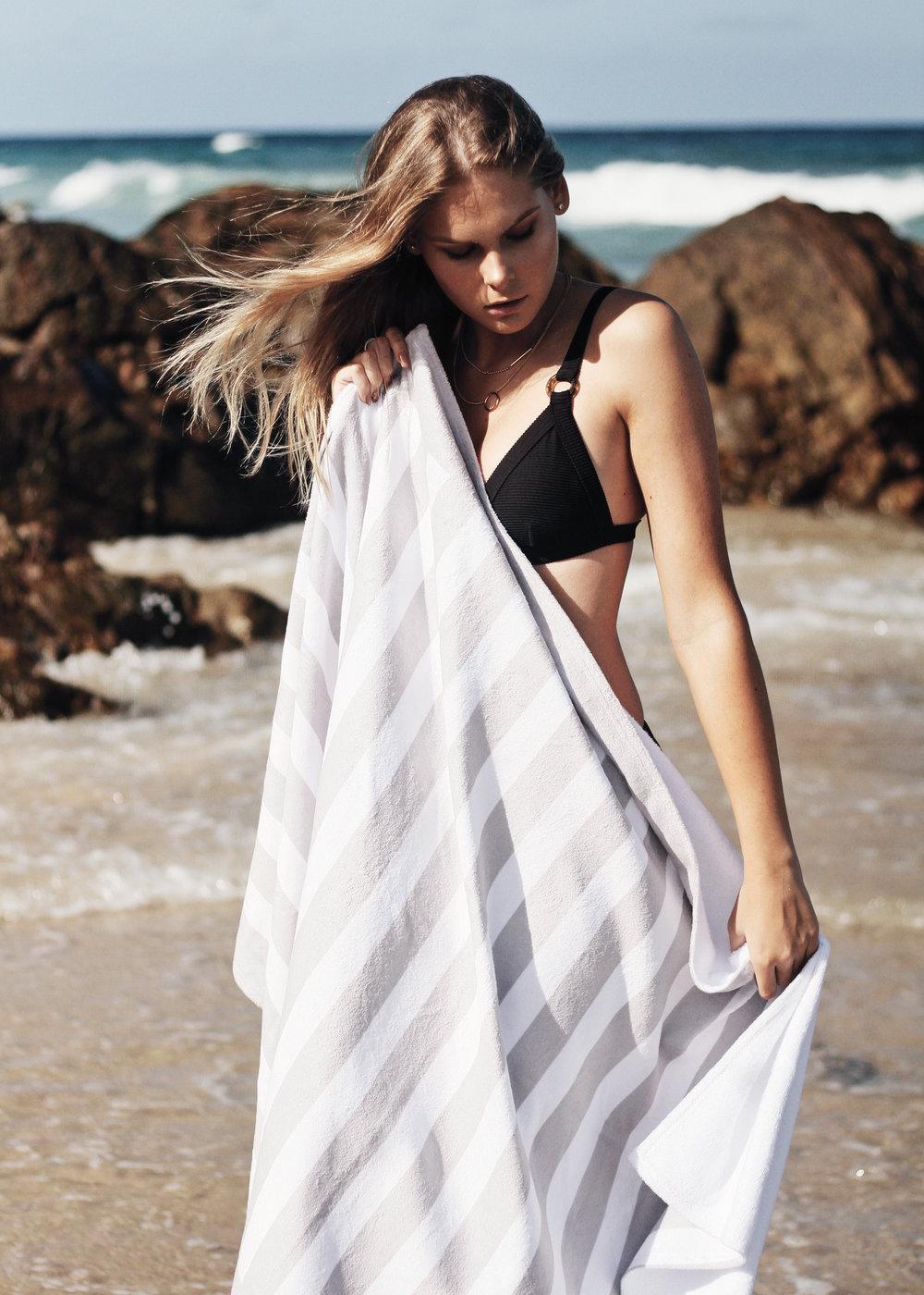 beach-outfit-bikini.jpg