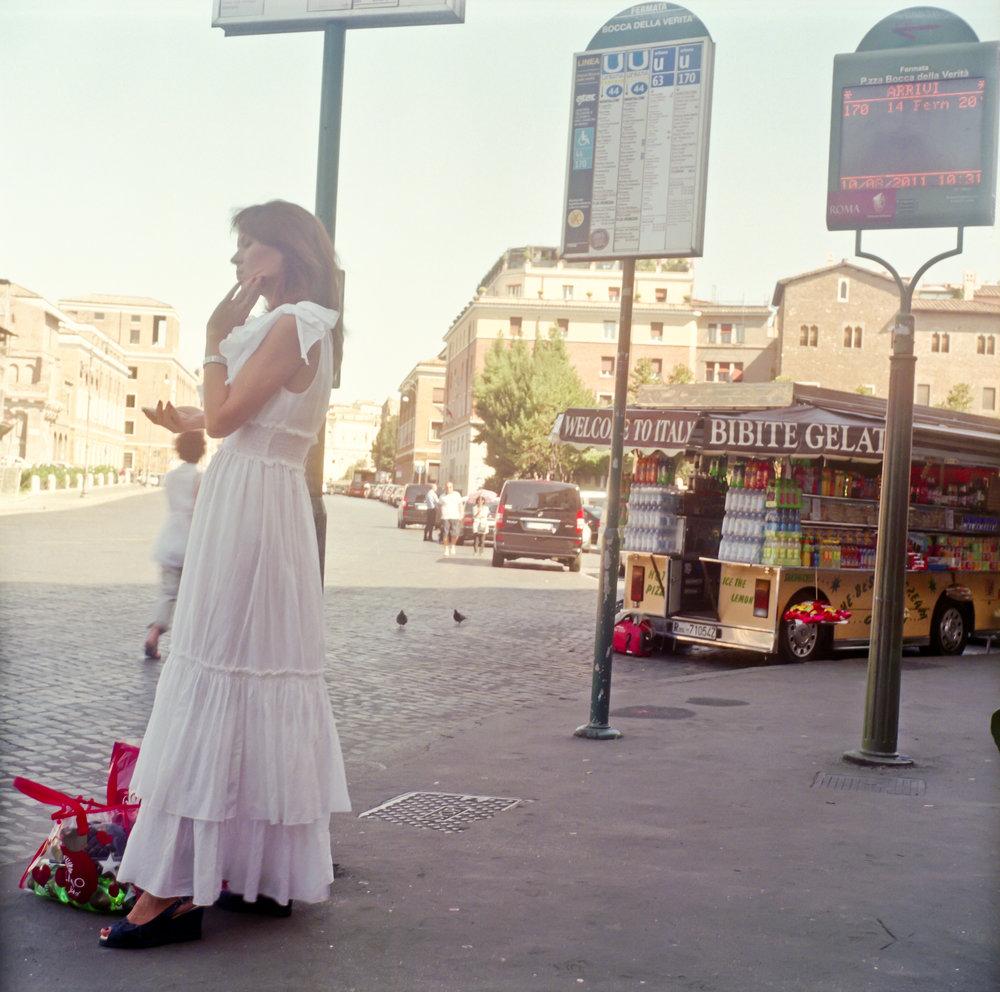 Woman+in+Rome+2.jpg