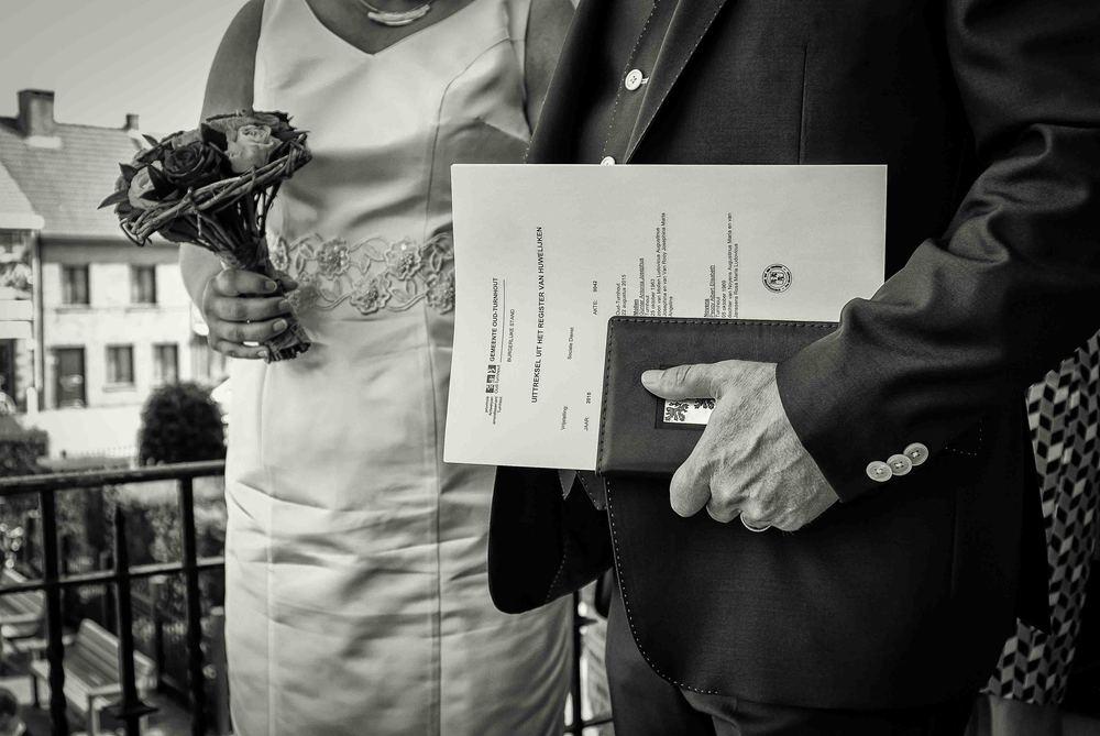 Viewfinder_huwelijksfotografie_huwelijksreportage_7_snelle_tips_gemeentehuis_buiten.jpg