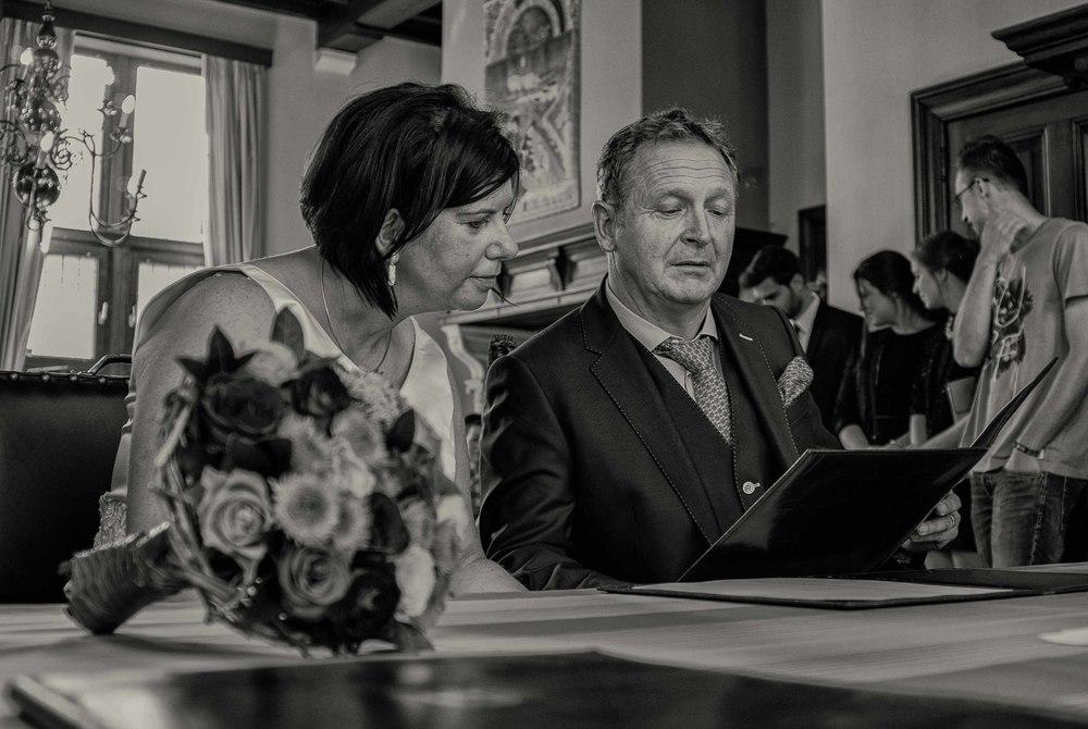 Viewfinder_huwelijksfotografie_huwelijksreportage_7_snelle_tips_gemeentehuis_nalezen_huwelijksakte.jpg